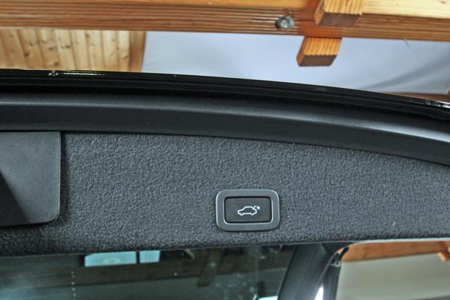 Gebrauchtfahrzeug Volvo XC60 - D5 Geartronic Summum AWD, Xenon, Navi, DAB, Pano, Leder