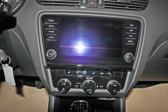 Skoda Octavia Combi 1.5 TSI Style AHK, LED, Navi, Bluetooth, Sunset, sofort
