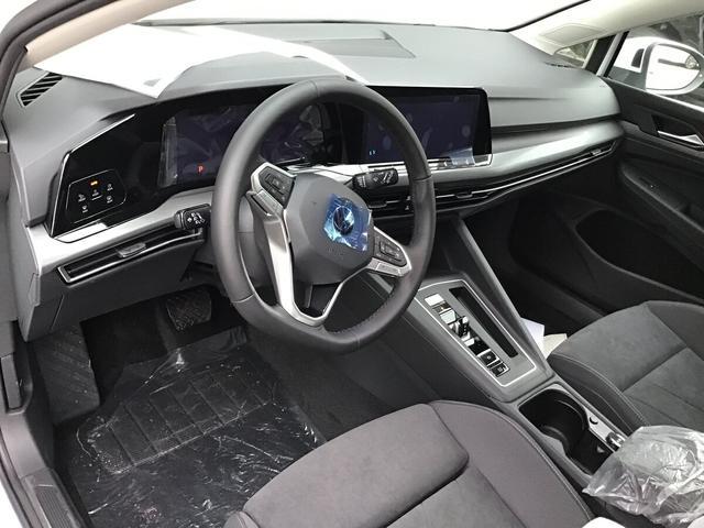 Volkswagen Golf - VIII 2.0 TDI DSG Style, Kamera, SideAssist, Navi, Winterpaket Vorlauffahrzeug