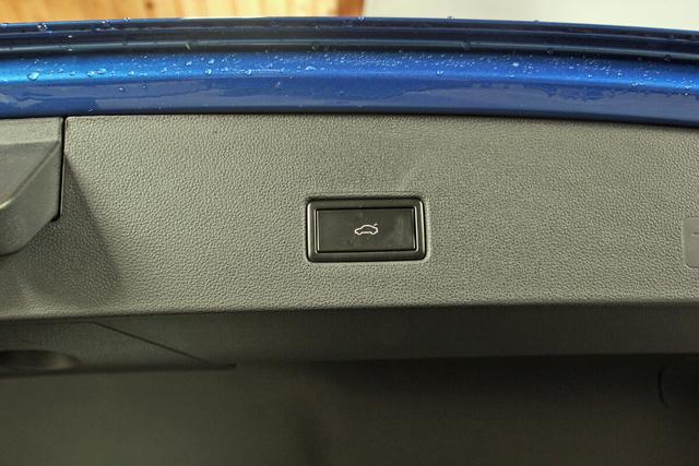 Volkswagen T-Roc Sport 2.0 TSI DSG 4-Motion, Black Style,Pano,Kamera, 19-Zoll schwarz