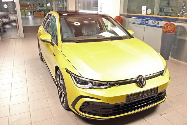 Volkswagen Golf - VIII 1.5 TSI R-LINE, Pano, Kamera, LED-Plus, 18-Zoll, sofort Vorlauffahrzeug