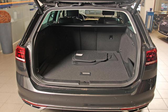 Volkswagen Passat Variant 2.0 TDI DSG Elegance R-LINE, AHK, Leder, 18-Zoll, Navi