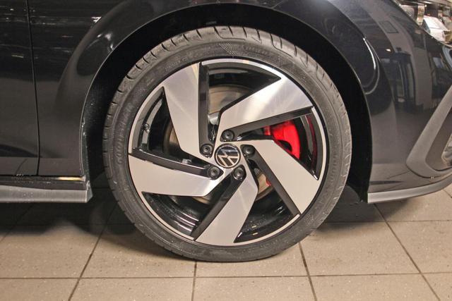 Volkswagen Golf VIII GTI 2.0 TSI DSG, Kamera, SideAssist, Business Premium