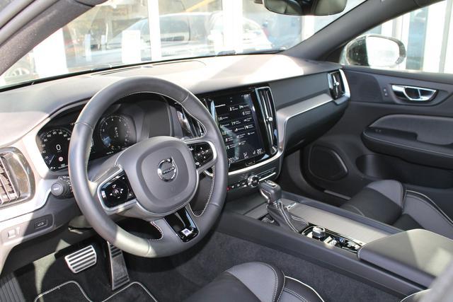 Volvo V60 - R-Design D4 Aut. Stdhzg Assistenz&Lichtpaket Alarm Parksens.v h Kamera - Lagerfahrzeug