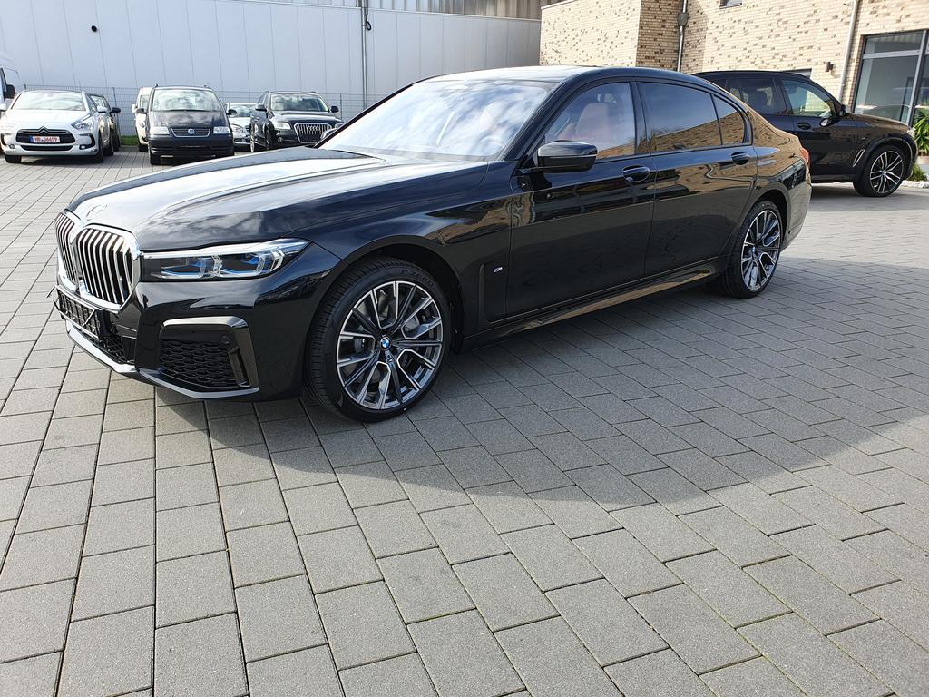 BMW 4er Coupé 750Li xDrive Model 2020 Full Ausstattung!