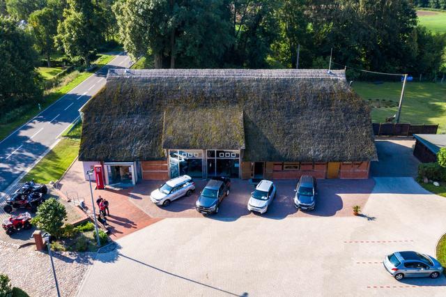 Autoscheune Gerlach Ausstellung Showroom Nordansicht Luftbild