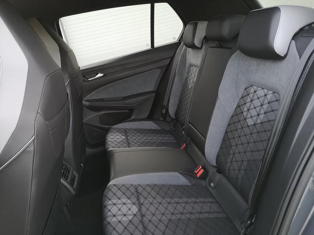 Volkswagen Golf 8 1,5TSi R-Line Navi ACC LED Keyless go