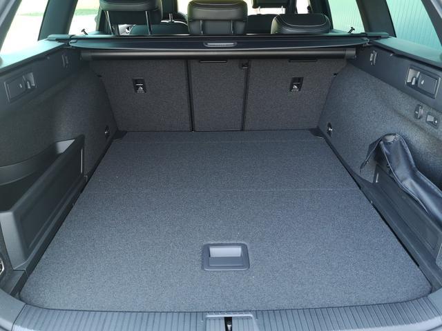 Volkswagen Passat Variant Combi 2.0TDi R-Line DSG 4Motion Standh. AHK ACC el.HK Discover Pro