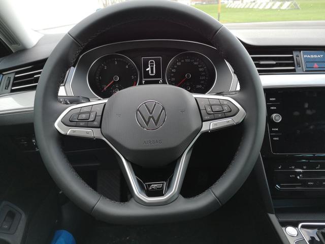 Volkswagen Passat Variant Var. 2.0TDi R-Line DSG AHK ACC Travelass. el.HK Velour