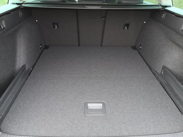 Volkswagen Passat Variant Var. 2.0TDi R-Line DSG 4Motion AHK ACC Travelass. el.HK Velour