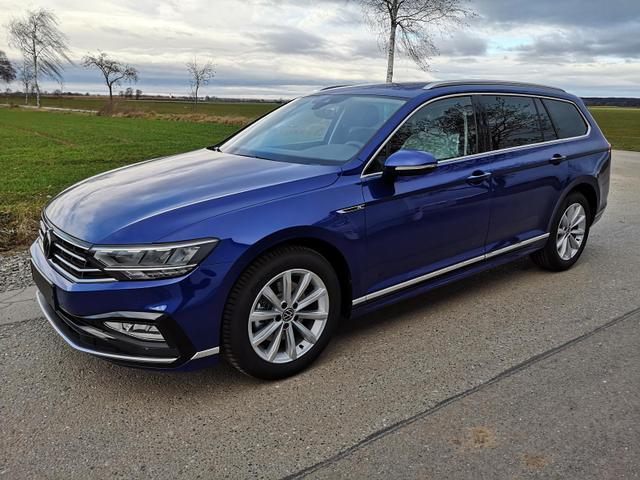 Kurzfristig verfügbares Fahrzeug, wird im Auftrag des Bestellers importiert / beschafft Volkswagen Passat Variant - 1.5TSI DSG R-Line Navi Kam el. Heckkl.