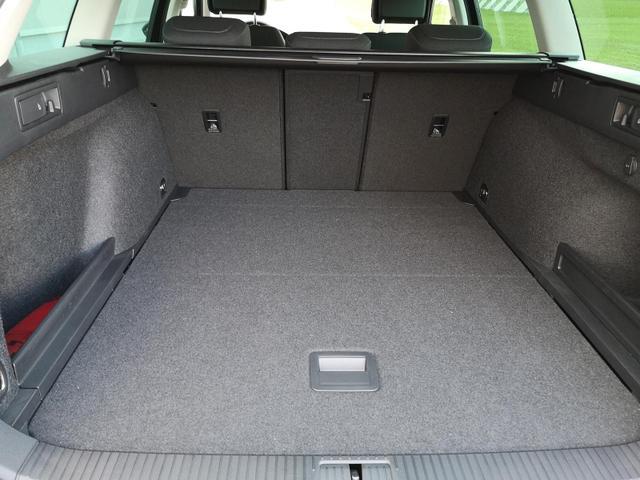 Kurzfristig verfügbares Fahrzeug, wird im Auftrag des Bestellers importiert / beschafft Volkswagen Passat Variant - 1.5TSI R-Line Navi Kam el. Heckkl.