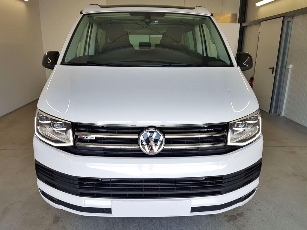 Volkswagen / T6 California / Weiß / 2.0 TDI DSG SCR 4Motion BMT 146kW / 199PS /  /