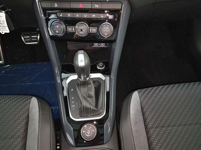Volkswagen / T-Roc / Weiß /  /  / R-Line 2.0 TSI DSG OPF 4Motion 140kW / 190PS