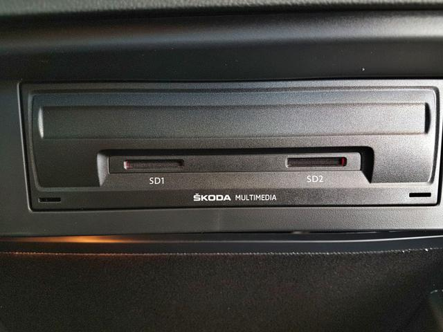 Skoda / Octavia Combi / Schwarz /  /  / WLTP 2.0 TDI DSG 4x4 110kW / 150PS