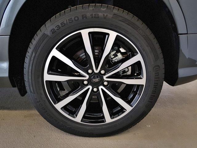 Ford / Kuga / Schwarz /  /  / 1.5 EcoBoost Automatik Allrad 129kW / 176PS
