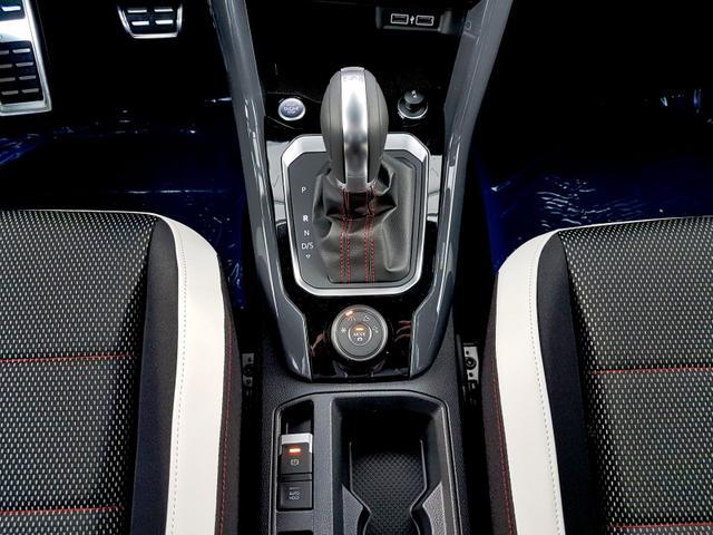 Volkswagen / T-Roc / Rot /  /  / R-Line 2.0 TSI DSG OPF 4Motion 140kW / 190PS