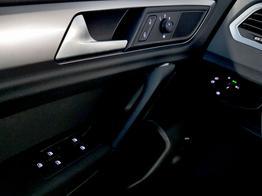 Volkswagen / Golf Sportsvan / Blau /  /  / 1.0 TSI DSG OPF 85kW / 116PS