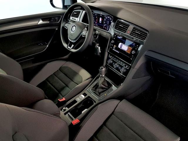 Volkswagen / Golf Variant / Weiß /  /  / WLTP 1.5 TSI ACT OPF 110kW / 150PS