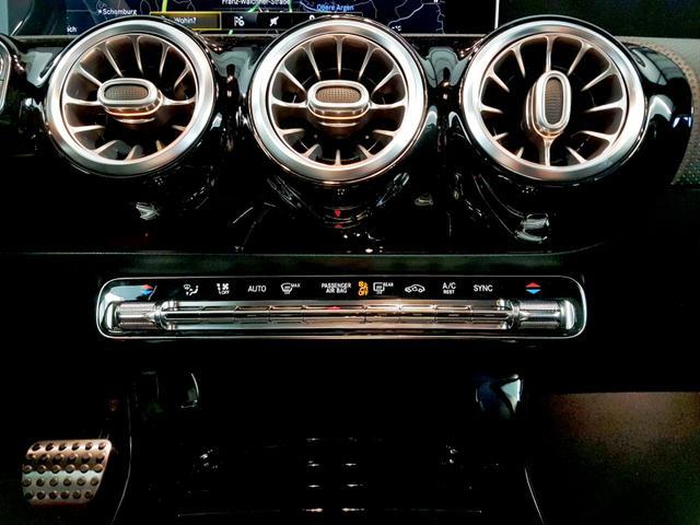 Mercedes-Benz / A 200 / Grau /  /  / Vollausstattung WLTP 120kW / 163PS