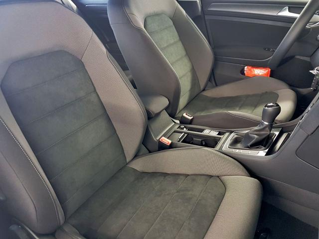 Volkswagen / Golf / Schwarz /  /  / WLTP 1.5 TSI  96kW / 130PS