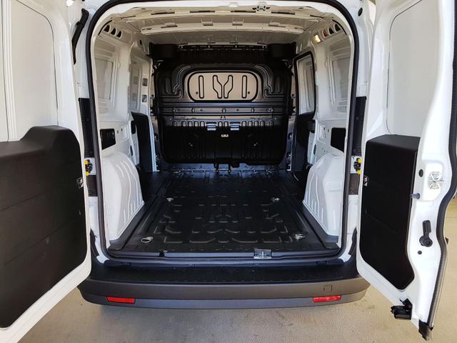 Fiat / Doblo Maxi / Weiß /  /  / 1.4 16V 70kW / 95PS