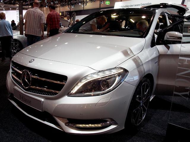 Mercedes-Benz B-Klasse B 220 4MATIC DCT