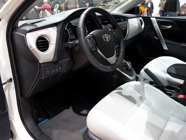 Toyota Corolla 5-Türer - 2,0 Hybrid Comfort