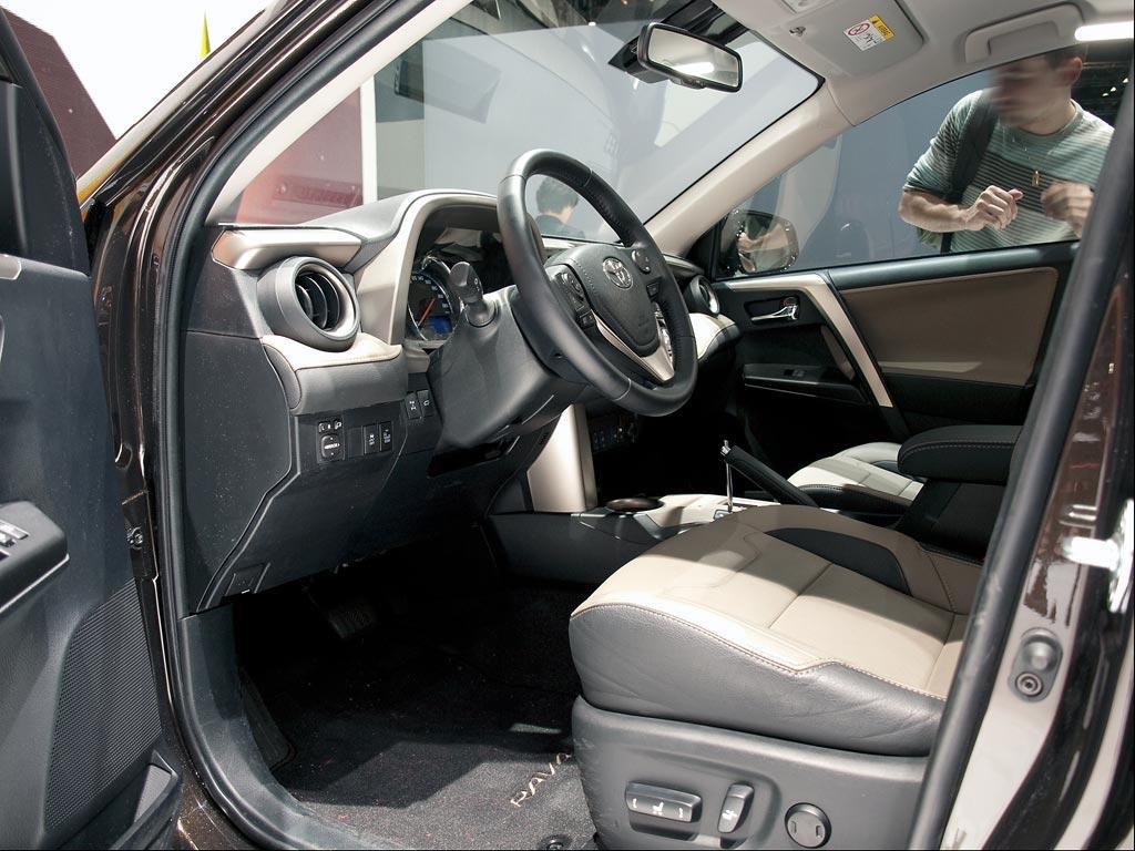 toyota rav4 2 5 hybrid comfort auto neuwagenrabatt. Black Bedroom Furniture Sets. Home Design Ideas