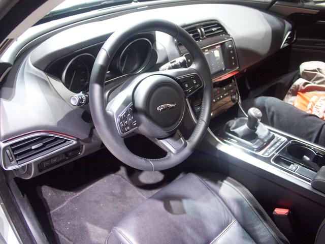 Jaguar XE P250 S