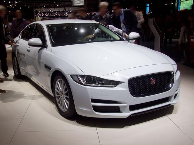 Jaguar XE - 25t 250PS Pure Automatik