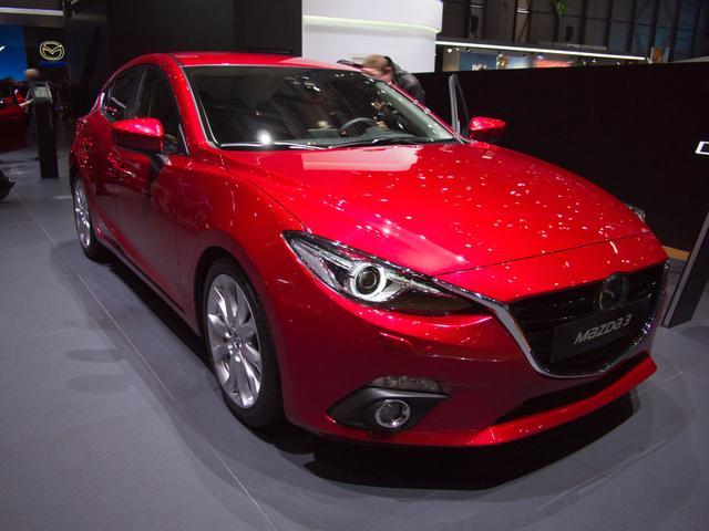 Mazda Mazda3 4-Türer - 2.0 SKYACTIV-G 120 Center-Line