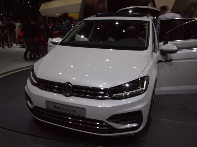 Volkswagen Touran - 2.0 TDI SCR DSG Highline  7-Sitzer Keyless ACC Klimatr.