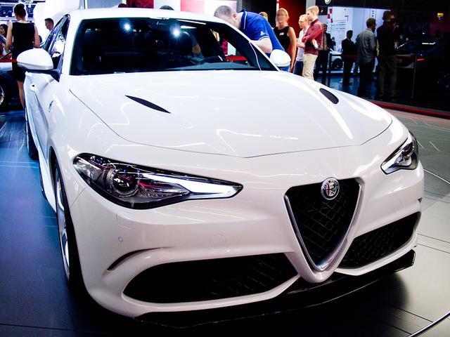 Alfa Romeo Giulia - 2.0 Turbo 16V 206kW AT8 Veloce Ti