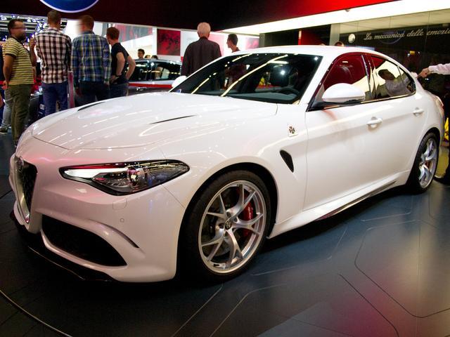 Alfa Romeo Giulia - 2.0 Turbo 16V 206 kW AT8-Q4 Veloce Ti