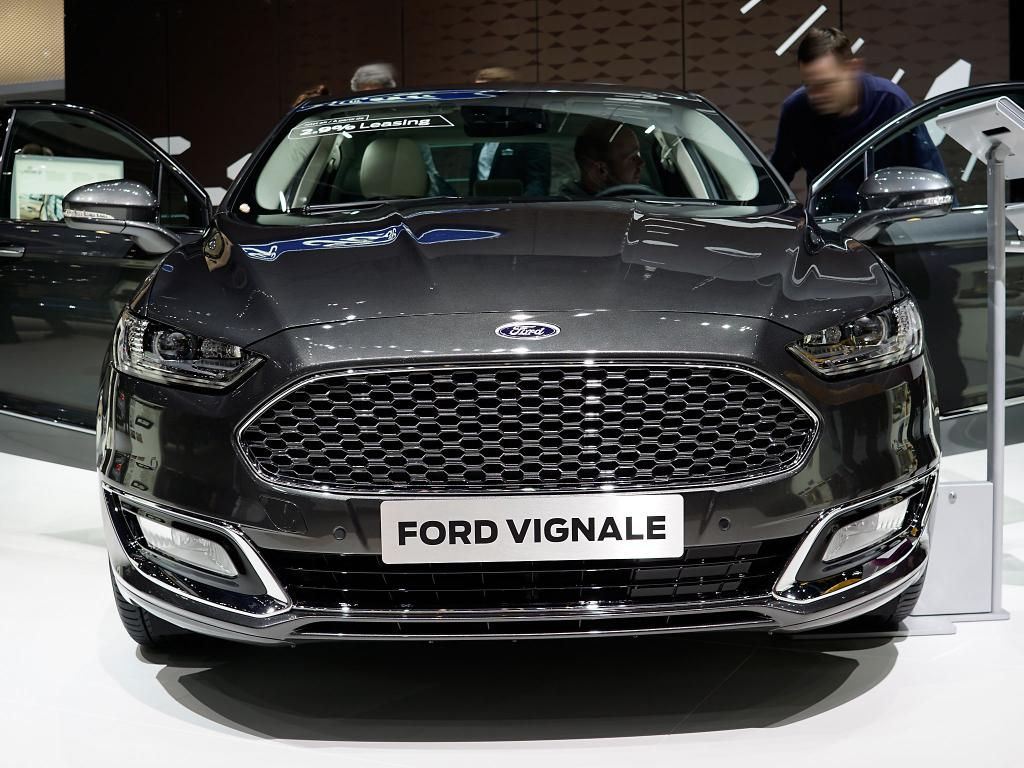 ford mondeo turnier 2 0 tdci 140kw vignale at allrad. Black Bedroom Furniture Sets. Home Design Ideas