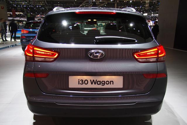 Hyundai i30 Kombi      1.5 T-GDI Hybrid Trend