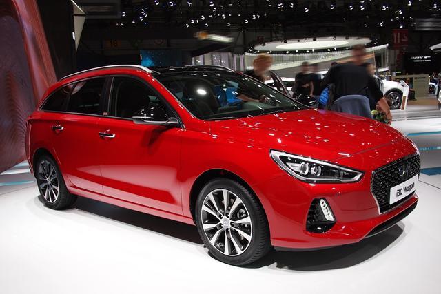 Hyundai i30 Kombi      1.5 T-GDI Hybrid Intro