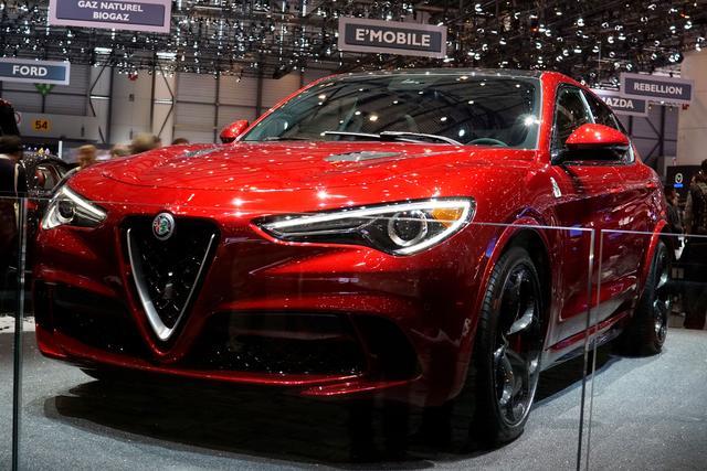 Alfa Romeo Stelvio - 2.9 Bi-Turbo. V6 375kW Quadrifoglio AT8-Q4