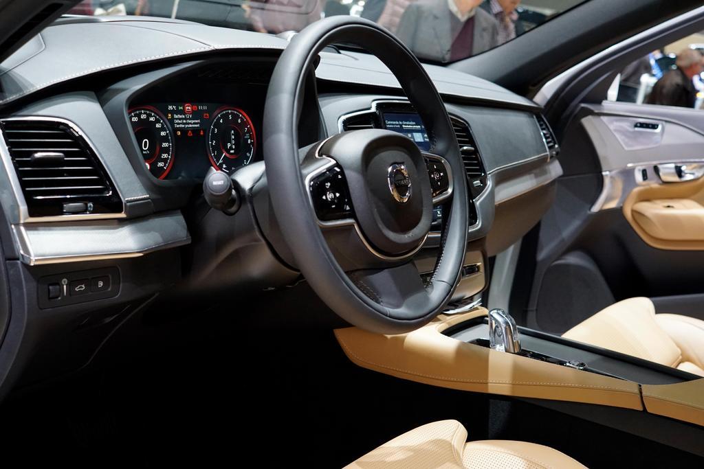 Volvo Xc90 D5 Awd Geartronic Momentum Diesel Eu Neuwagen Reimport