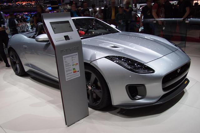 Jaguar F-Type Cabriolet - 5.0 L V8 SVR Kompressor AWD Automatik