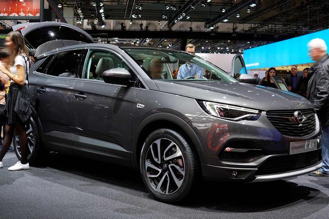 Opel Grandland X - Innovation 1.6 turbo AT8 180 Klimaaut Temp LMF PDC