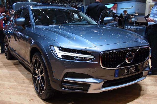 V90 Cross Country      B5 Diesel 235PS/173kW Aut. 8 AWD 2021