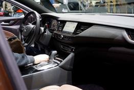Opel Insignia Country Tourer, Das Bild ist ein beliebiges Beispiel der frei konfigurierbaren Modellreihe