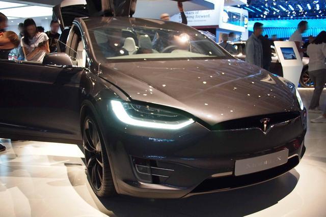 TESLA Model X - Standard Reichweite