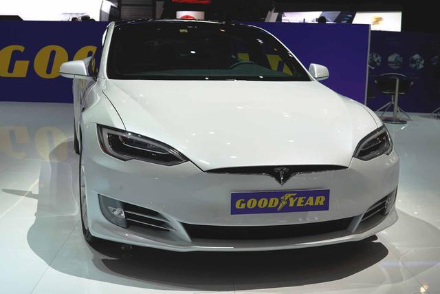 TESLA Model S - Standard Reichweite