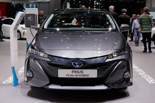 Toyota Prius Plug-In - H3 1.8 Hybrid 122PS/90kW CVT 2019 Bestellfahrzeug
