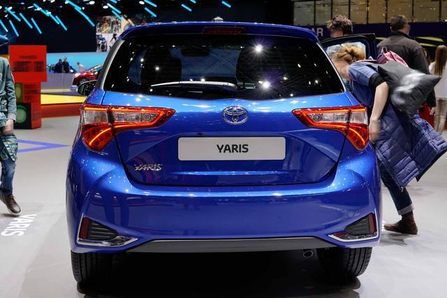 Toyota Yaris - Style Selection 1.5 Dual VVT-iE MULTIDRIVE- SCHWARZES DACH ! ALU-KAMERA-KLIMAAUTOMATIK-PCS-AUDIO TAS500