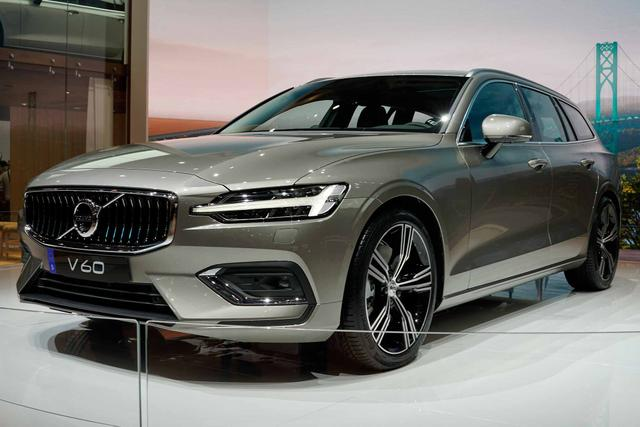 V60      Recharge R-Design T6 Plug-in Hybrid 340PS/251kW Aut. 8 eAWD 2021
