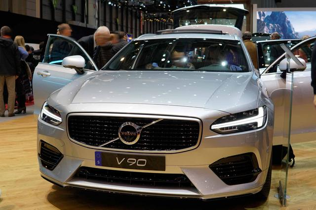 V90      Recharge R-Design T6 Plug-in Hybrid 340PS/251kW Aut. 8 eAWD 2021